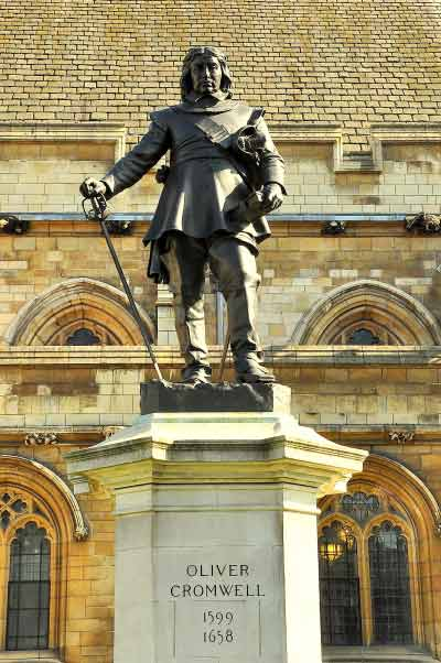 16-Oliver_Cromwell_statue,_Westminster